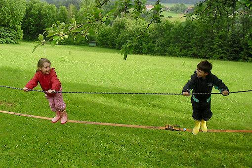 spielende Kinder - Ferienhof im Bayerwald