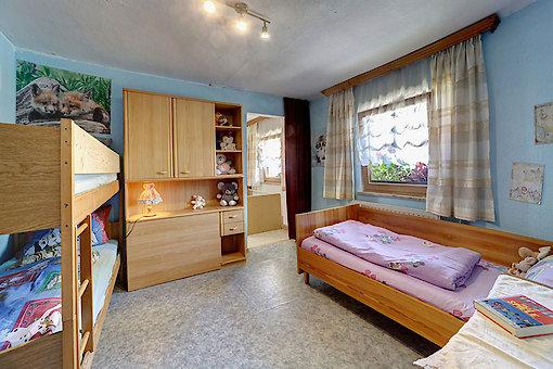 Zimmer mit Etagenbett auf dem Bauernhof